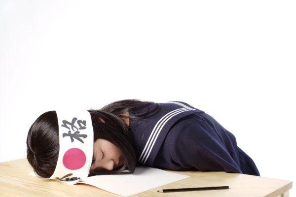 しらべぇ1215自習室 【厳選5つ】自習室にいるけど勉強できない人あるある!人が入るたびに振り向