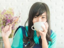 Beautiful young asian woman with a cup of tea at a cafe