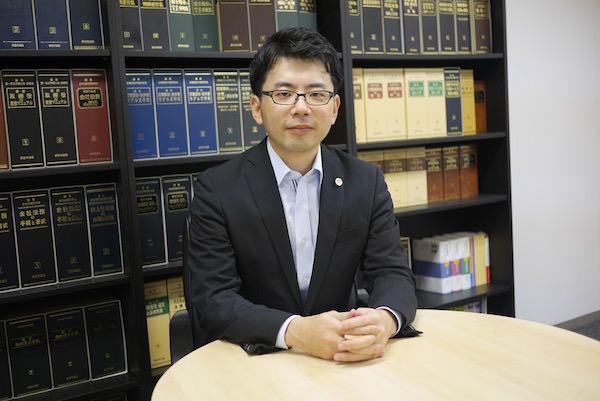 高橋知典弁護士