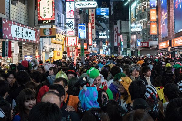 Biggest Halloween party ever/ Big Ben in Japan