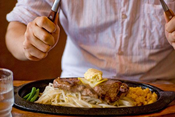 ステーキは高級料理
