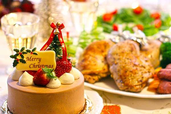 クリスマスケーキとチキン