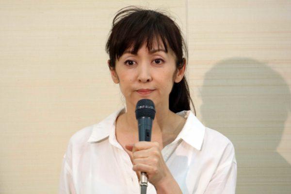 斉藤由貴が記者会見で不倫疑惑を否定 しかし「言い訳が苦しい」との声も