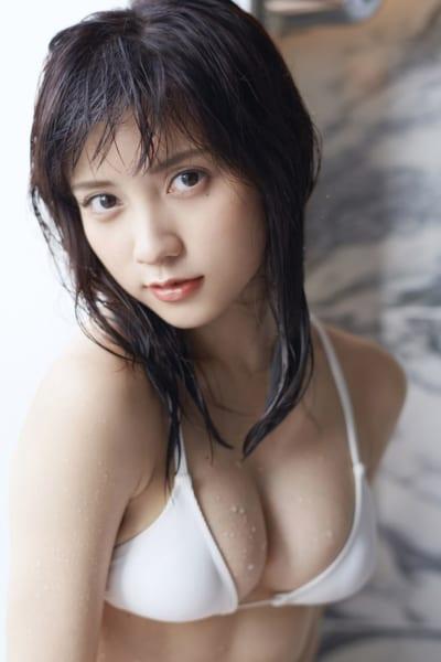 白水着の伊藤万理華