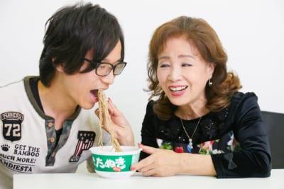 五月みどりが「男子に緑のたぬきを食べさせる姿」が最高すぎてファンになりそう
