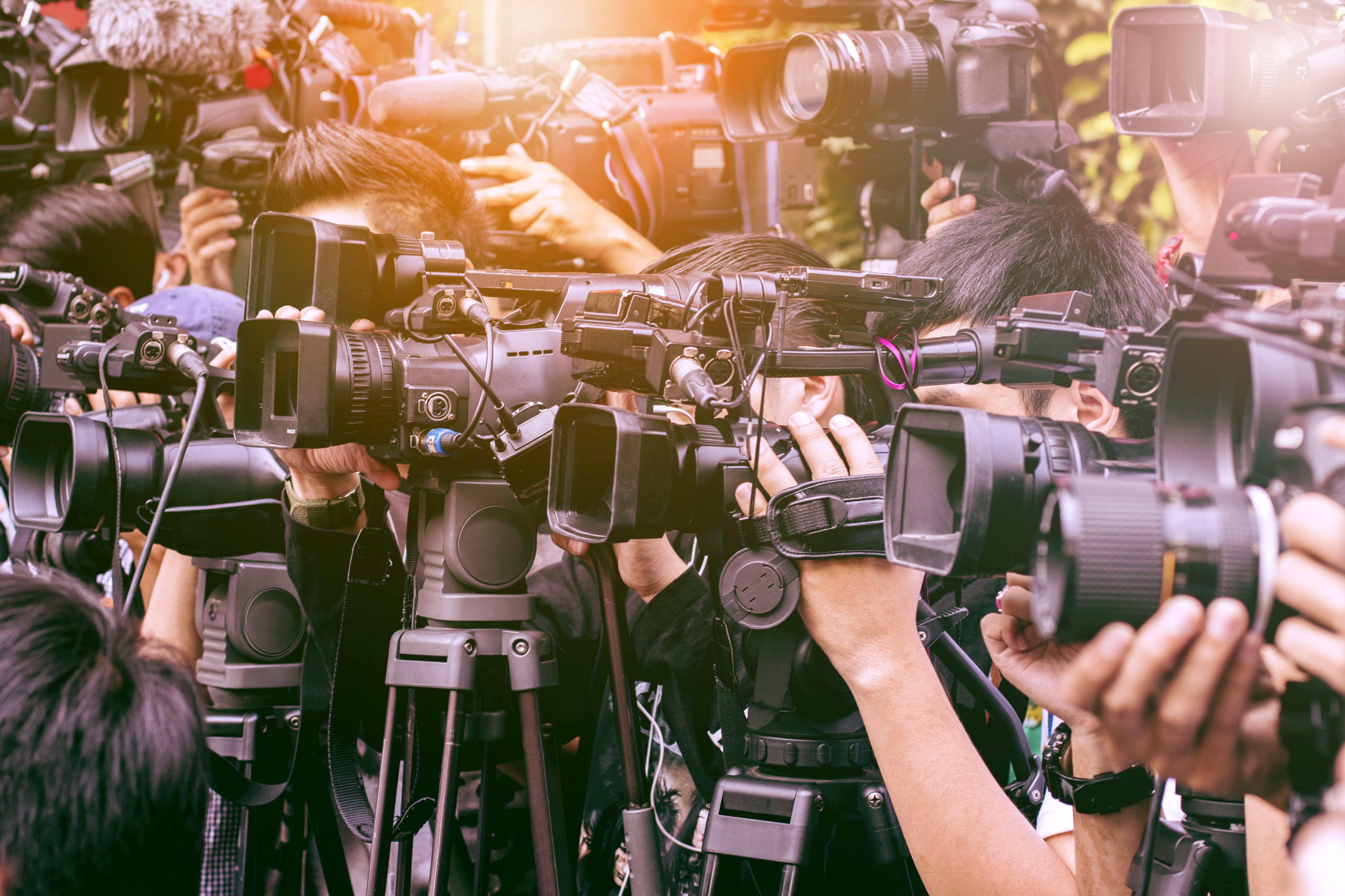 亡くなった芸能人に報道陣が押しかける
