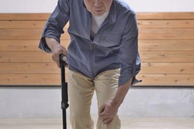 深夜の県庁で突然倒れた高齢男性 手に持っていた物に「なんの主張が…」と騒然