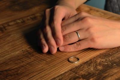 夫から離婚告げられ「死にたい」と絶望する女性 その理由に賛否が相次ぐ